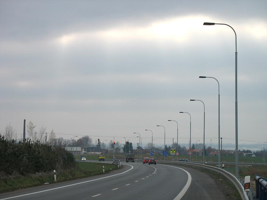 Dálniční stožáry veřejného osvětlení vyrábí společnost AMAKO, spol. s r.o.