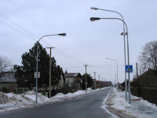 Svítidla pro osvětlení veřejných komunikací dodává společnost AMAKO, spol. s r.o.