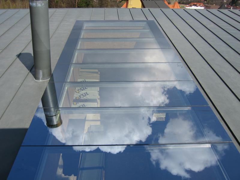 Prosvětlení místnosti pomocí střešních světlíků od společnosti ACERA SKLO s.r.o.