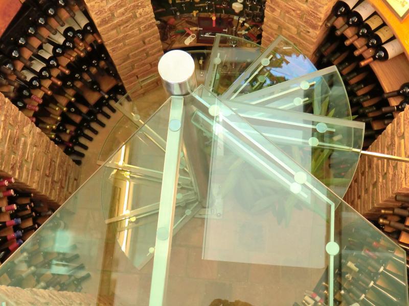 Realizace prosklených schodů ve vinařství od společnosti ACERA SKLO s.r.o.