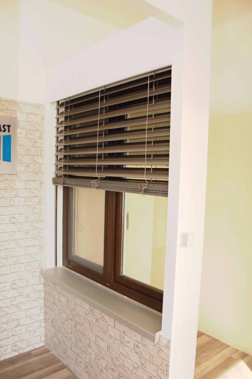 Plastová okna, pětikomorový systém, třída A, dvojsklo, lamelové žaluzie