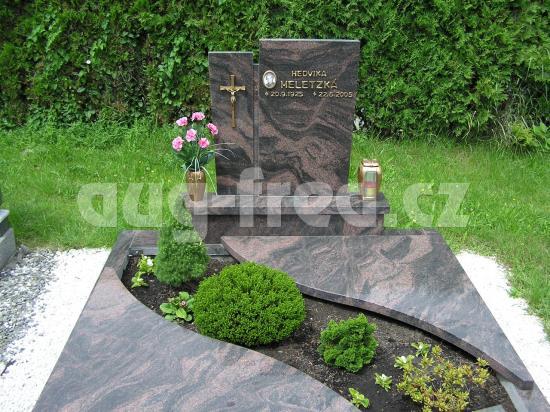Výrobou atypických hrobů se zabývá společnost AUG-FRED