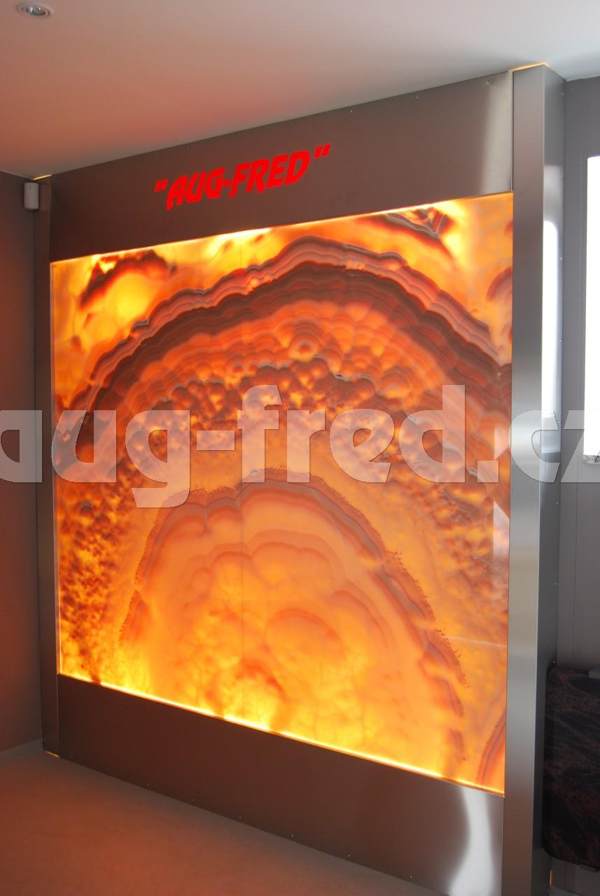 Onyxovou stěnu, jako můžete vidět ve Vile Tugendhat, Vám na míru vyrobí společnost  AUG-FRED