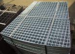 Podlahové rošty s protiskluzovou úpravou, žárově zinkované, Moravské Budějovice