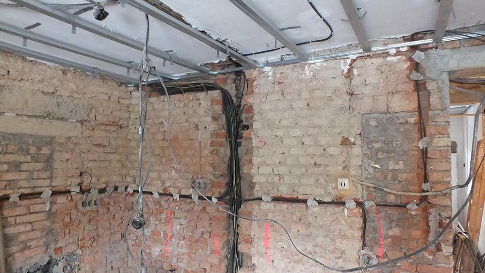 Společnost BAUFIRMA MPR s.r.o. realizuje podhledy, příčky, předsazené stěny a podkroví ze sádrokartonu.