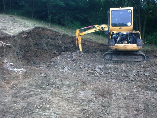 Společnost Autodoprava Bohdálek se zabývá kopáním základů pro rodinné domy, ale i bazény, jezírka a studny.