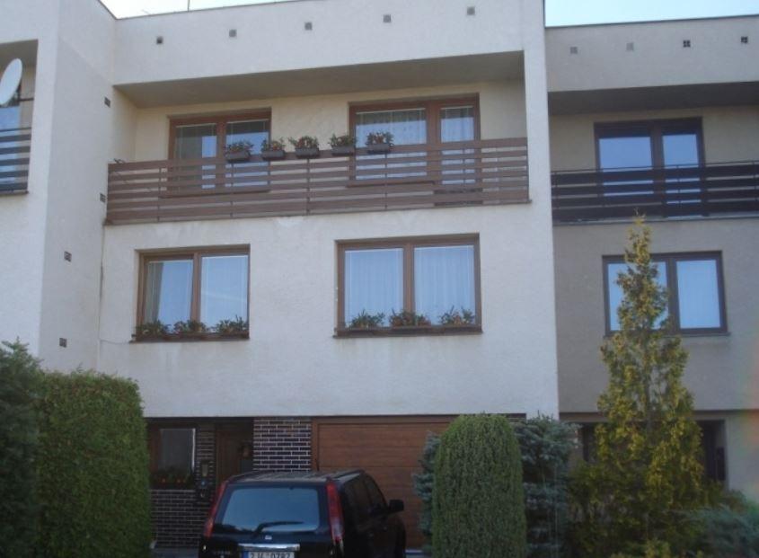 Společnost BOHEMIO CZ, s.r.o. vyrábí plastová okna, dveře a posuvné portály