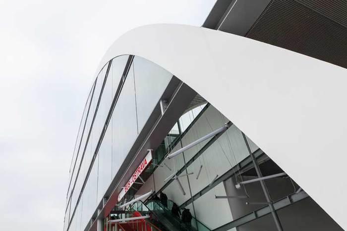 Výrobu a zpracování skla zajišťuje společnost Sklenářství Kohoutek Ostrava s.r.o.