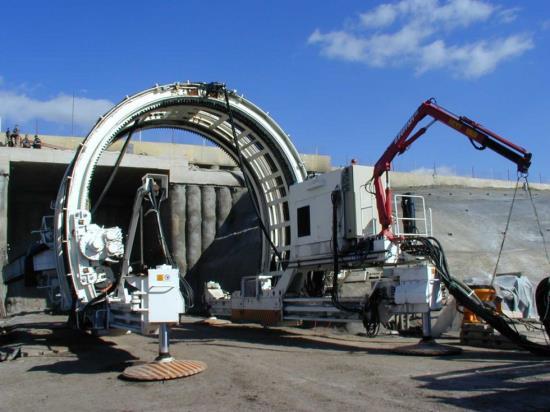 Izolační práce při výstavbě tunelu