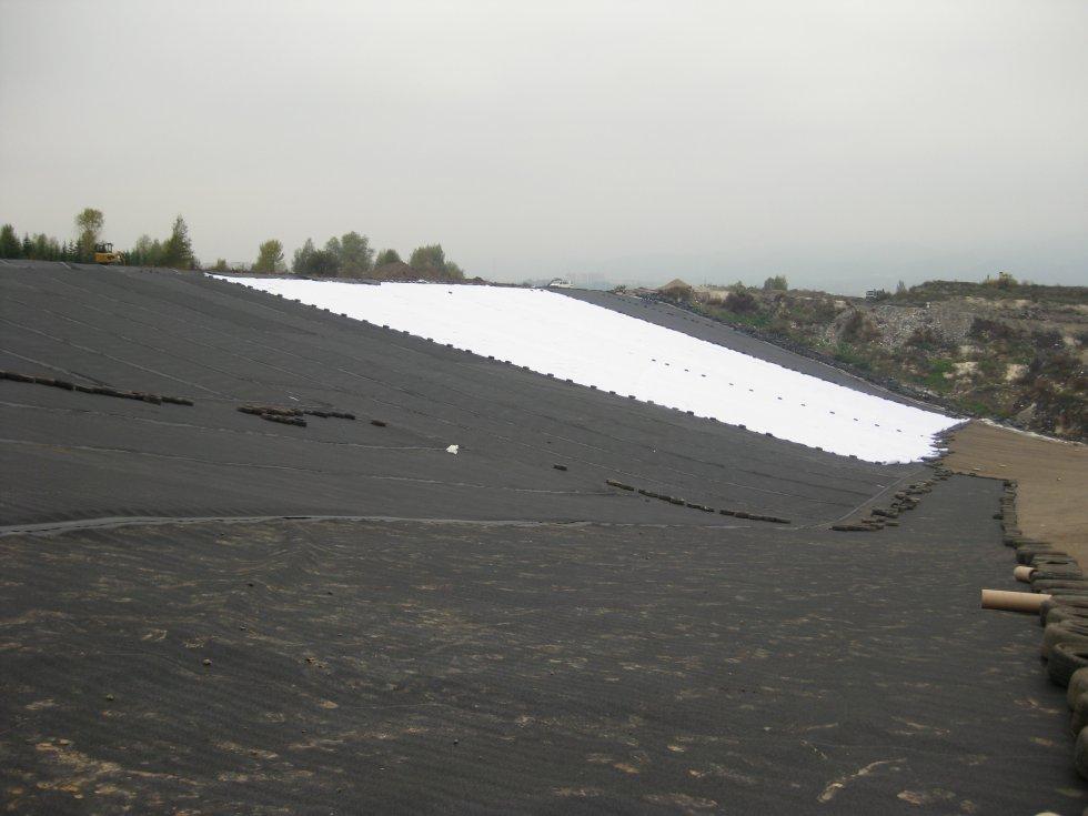 Hydroizolační práce při výstavbě a rekultivaci skládek