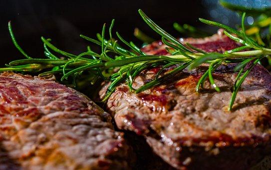 Masné pochoutky z grilu - steaky, špízy, kuřata, žebra - Řeznictví a uzenářství Lukáš Gebauer