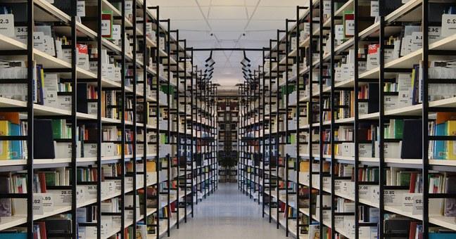 Výroba kovových regálů, vybavení šaten, knihoven, provozů, skladů