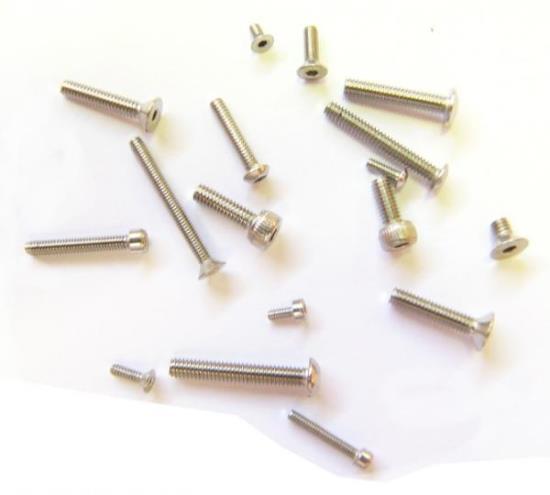 Netypické spojovací díly – mikrošrouby vyrábí LAGUS s.r.o. v Jihlavě