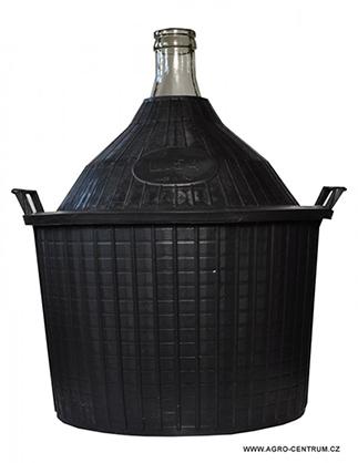 Demižony pro domácí pálenku prodává Agro Centrum.