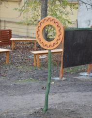 Dřevěné prohazovadlo na zahradě MŠ - Dřevoslav