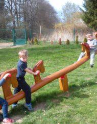 Houpačky na zahrady mateřských škol od firmy Dřevoslav