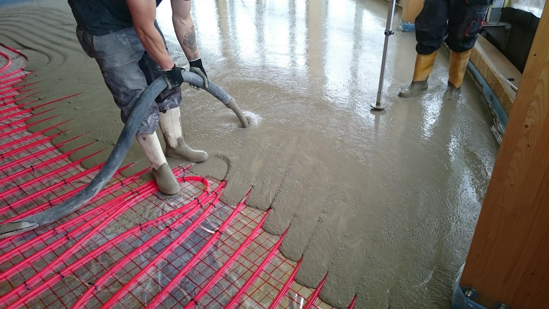 Litý cementový potěr CemFlow na podlahy bez ocelové výztuže