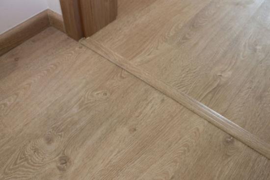 Různé dřevěné dekory vinylových plovoucích podlah
