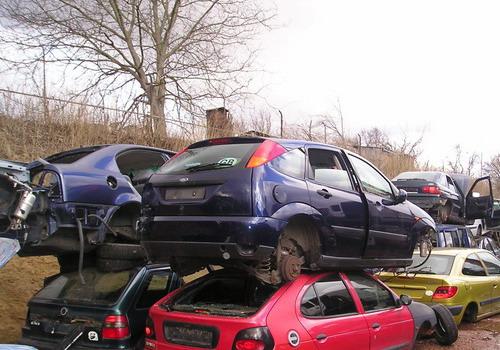Autovrakoviště v Kunovicích vykupuje i zánovní havarované vozy