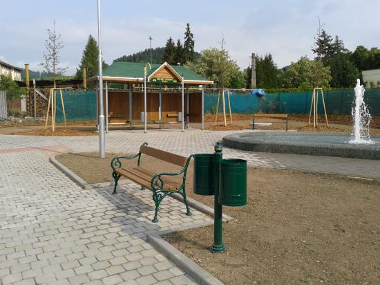 IPS a litinové lavičky, Čekárny - bus