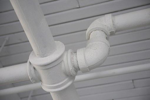 Opravy poškozeného vodovodního potrubí - UNIMA koupelny