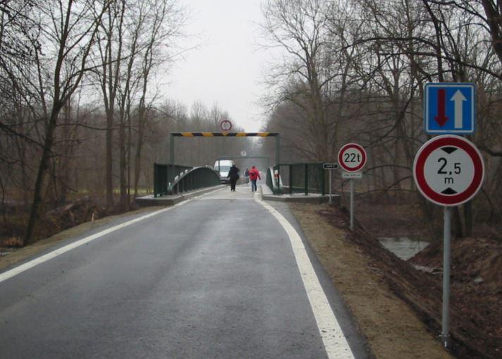 Svislé značení silnic a dálnic včetně montáže