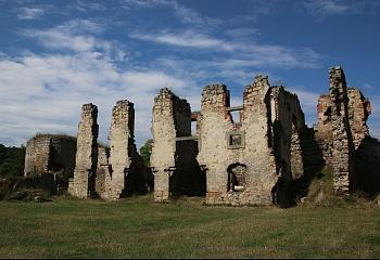 Zříceniny hradu v okolí Strašnova lákají turisty