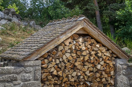 Zásoby dřeva k vytápění doveze WOOD TRADING s.r.o.