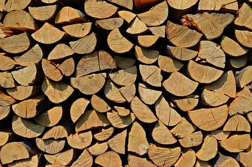 Zatopte si v krbu, kamnech, kotli, peci kvalitním dřevem