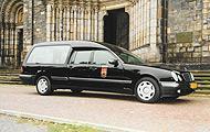 Převoz zesnulých po rozloučení v kostele