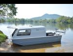 Speciální rybářské lodě a čluny pro sportovní rybolov na moře i rybník