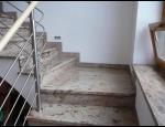 Zakázková kamenická výroba – schody, parapety, dlažba, zahradní prvky