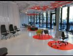 Pokládka interiérových kompaktních designových litých podlah