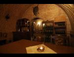 Vinařství Neuman zve k řízené degustaci vín ve vinném sklípku ve Valticích