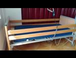 Elektrická polohovací lůžka s antidekubitní matrací pro dlouhodobě ležící pacienty