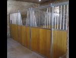 Výroba vnitřních a venkovních boxů pro koně, turnajové boxy na zakázku