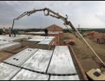 Čerpání a dodávka betonu halovými čerpadly na větší vzdálenosti i do výšky
