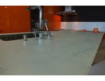 Kuchyňské pracovní desky ze skla s jednoduchou údržbou