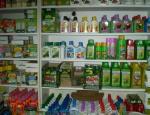 Sezónní zahradnický sortiment, včetně květináčů, hnojiv a postřiků