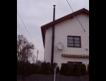 Fasádní komíny pro všechny druhy paliv, montáž nerezových komínů na fasády