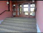 Aplikační systémy pro kamenné a pískové koberce na balkony, stěny, schody, exteriéry i interiéry
