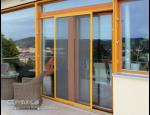 Plastová a dřevěná okna a dveře, příslušenství, parapety a sítě proti hmyzu