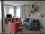 Dřevěné lišty podlahové, stropní, krycí, rámové, římsové a originální vyřezávané lišty