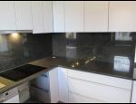 Kuchyňské desky z přírodního i umělého kamene, žulové kuchyňské desky s nádechem luxusu