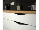 Frézované zapuštěné úchytky dotvoří design každé moderní kuchyně