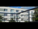 Praktické a elegantní zábradlí pro bytové domy, školy, školky i nebytové objekty