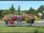 Mobiliář do měst a obcí – květinová dekorace v samozavlažovacích sestavách