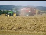 Nabídka služeb zemědělskými stroji, nákladní autodoprava, opravárenské práce