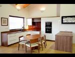 Zakázková výroba kuchyní, kuchyňského nábytku včetně jídelních sestav