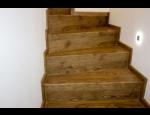 Pokládka vinylového schodiště, schodnice z vinylu v dekoru dřeva či kamene